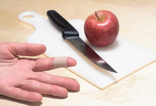 Как остановить кровь от пореза в домашних условиях - Svbur.ru
