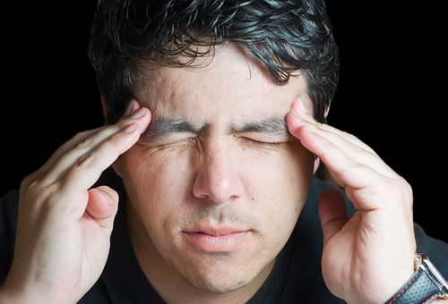 После работы за компьютером сильно болит голова